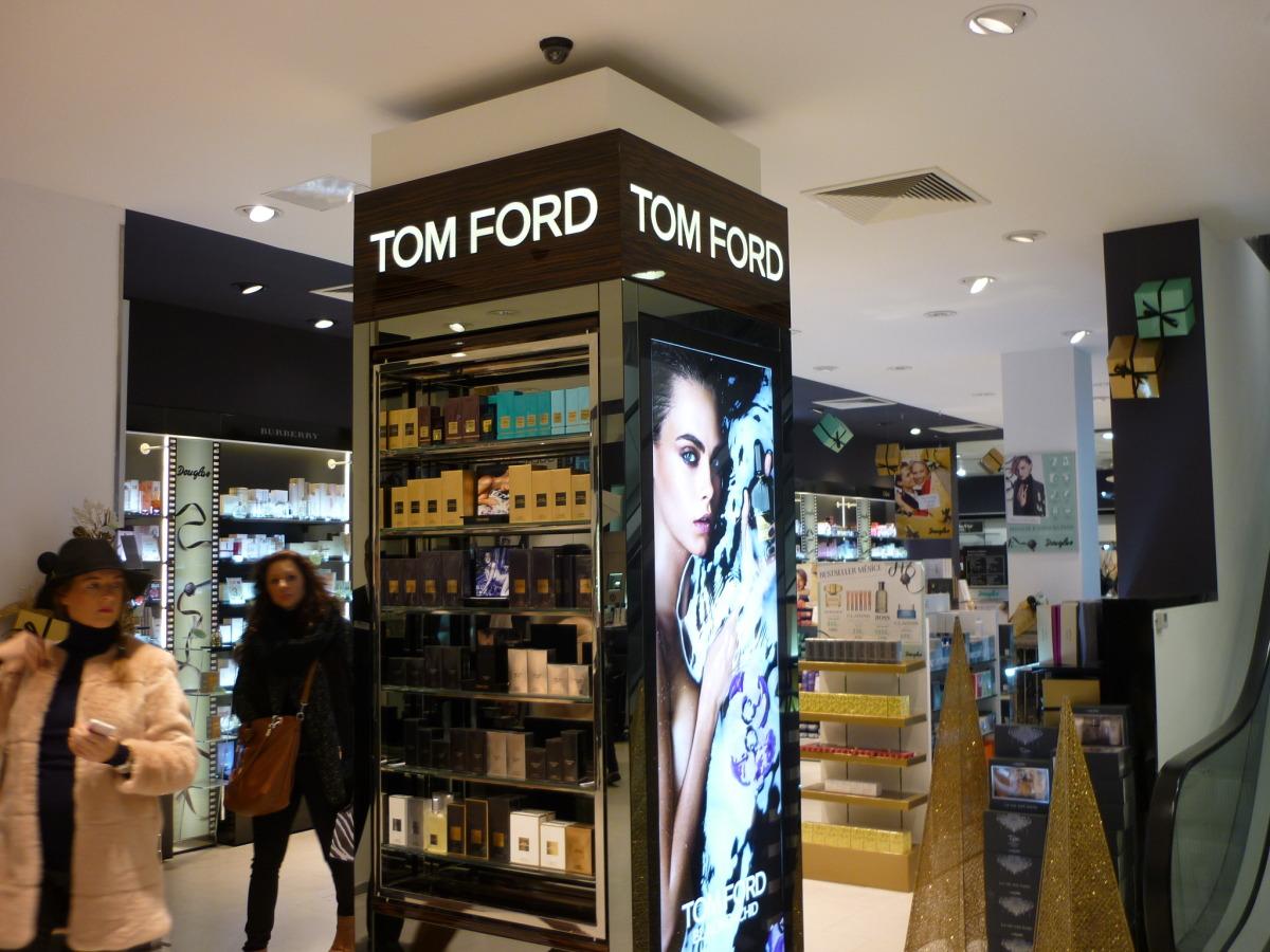Tom Ford nová značka v kamenné parfumérii Douglas Debenhams Václavské náměstí