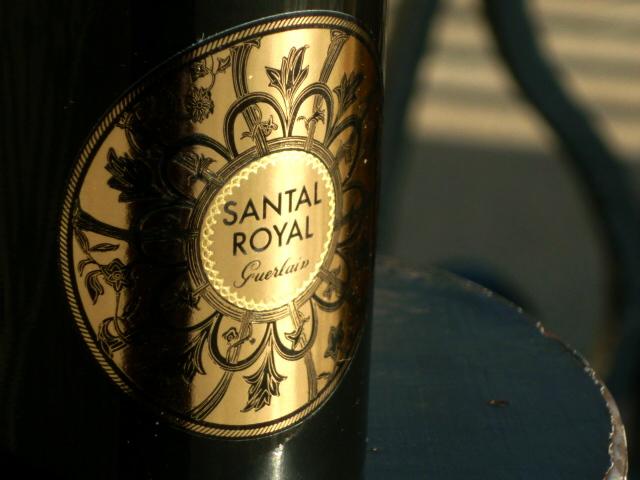 Santal Royal Guerlain flakon Pražský hrad