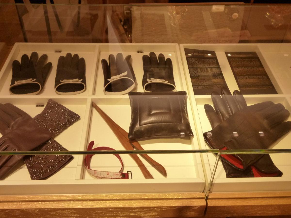 La Maison Guerlain rukavičky