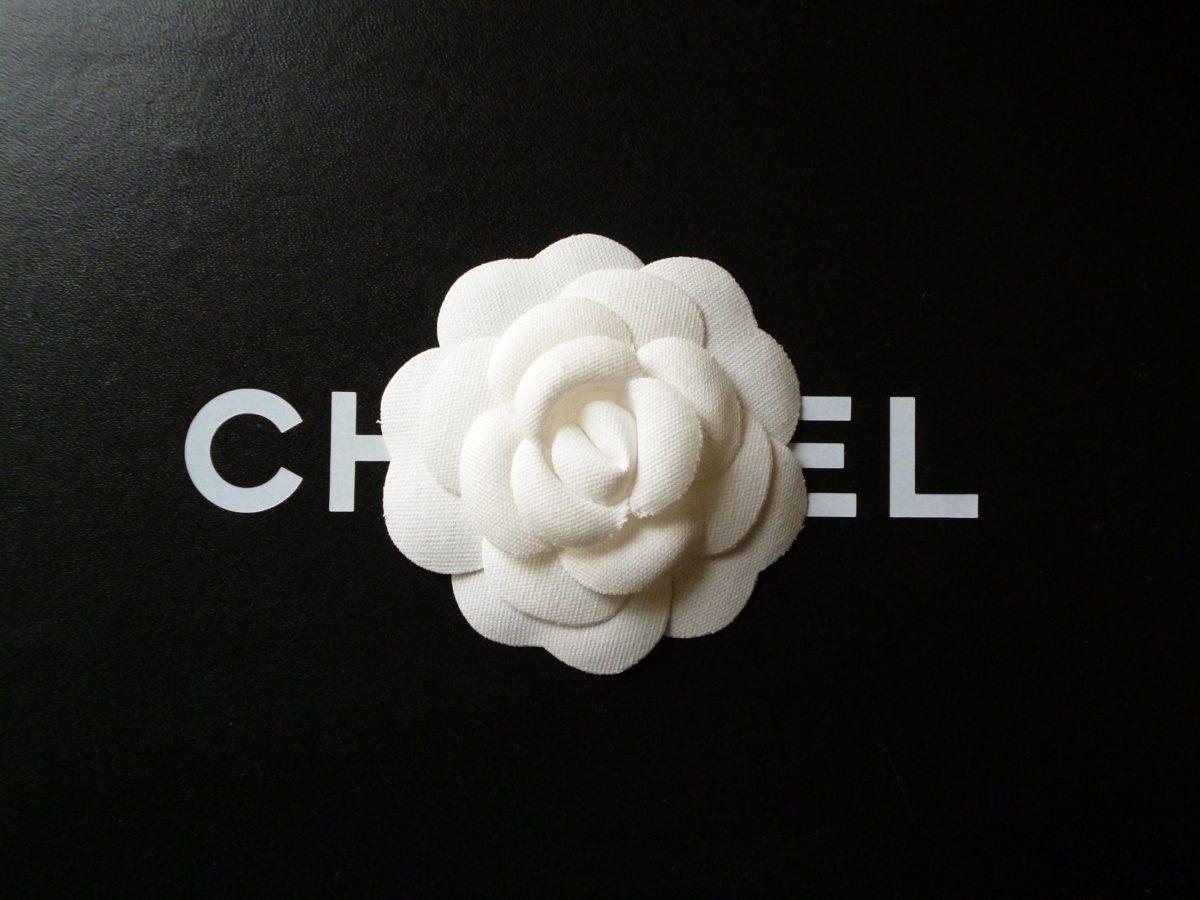 Les Exclusifs de Chanel camelia